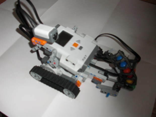 Lego Mindstorms Shooterbot Side View - Robotics Kits